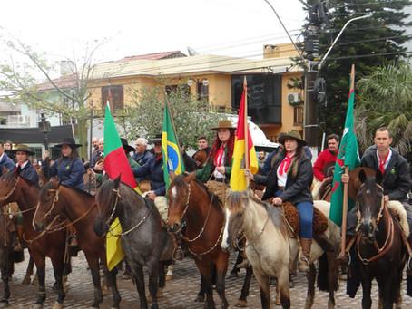 Cavalarianos piratinienses concluem cavalgada de busca da Chama Crioula