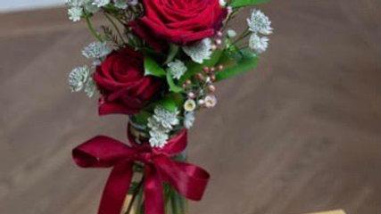 Small rose Vase (vase may vary)