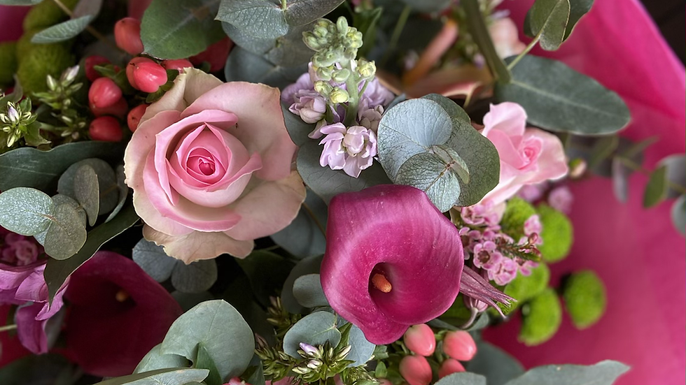 Mixed Pink Bouquet in water