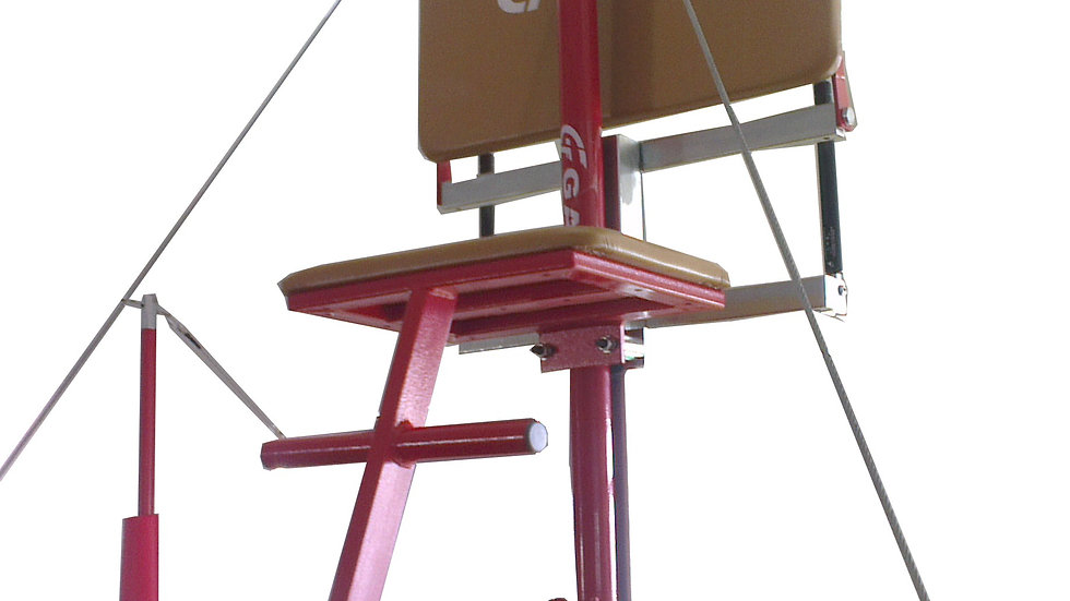 Spotting platform for horizontal bar
