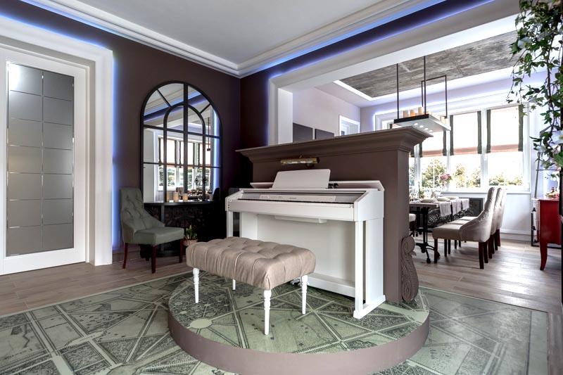 Подиум-сцена, фортепьяно