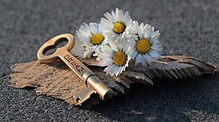 key-3087900_1920.jpg