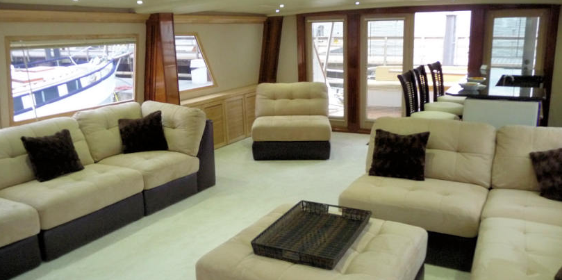 Private Yacht 14.png