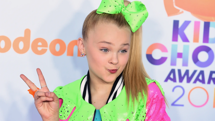 JoJo Siwa tries to get a kissing scene removed because she's in love with someone else