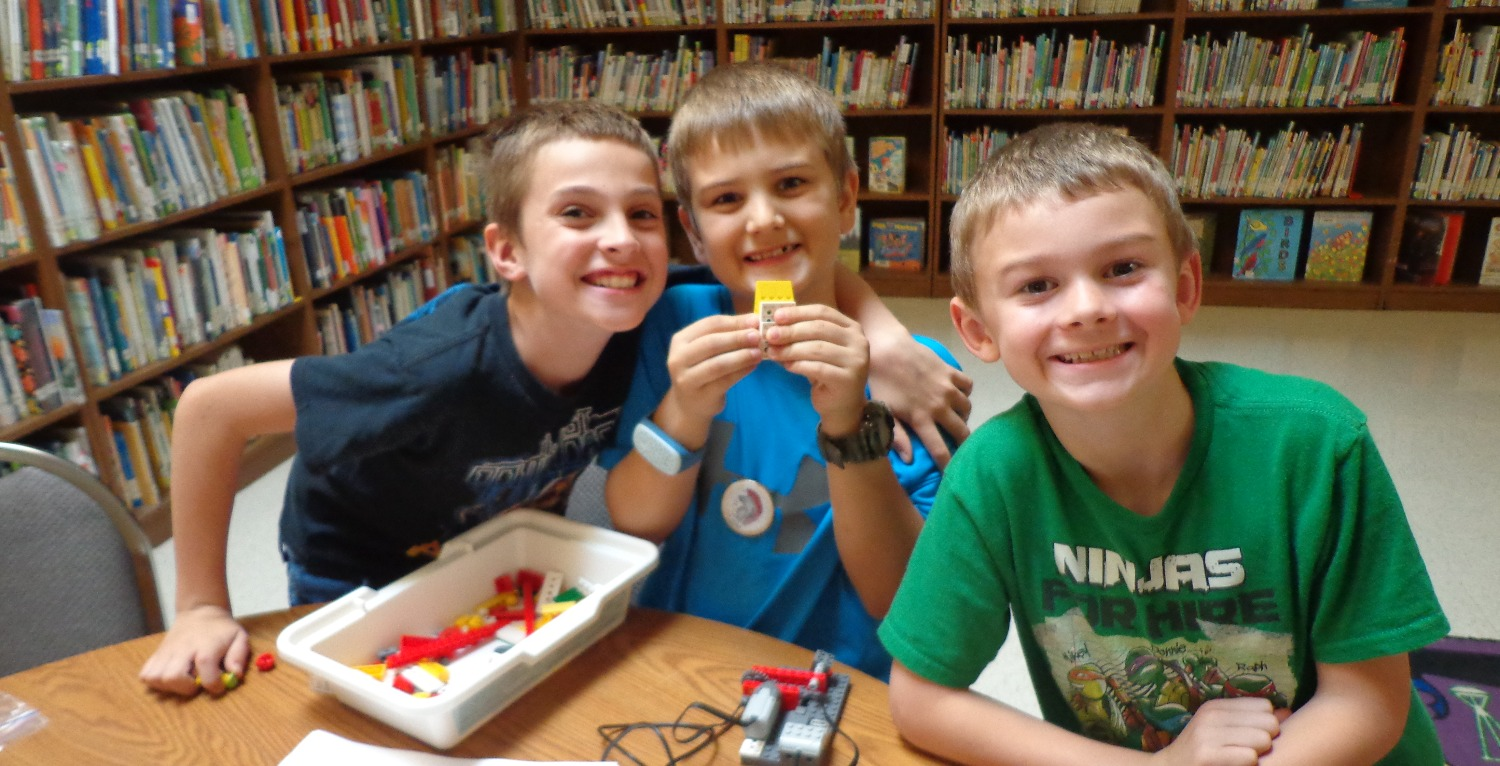 CIS Students Use WeDo Robots