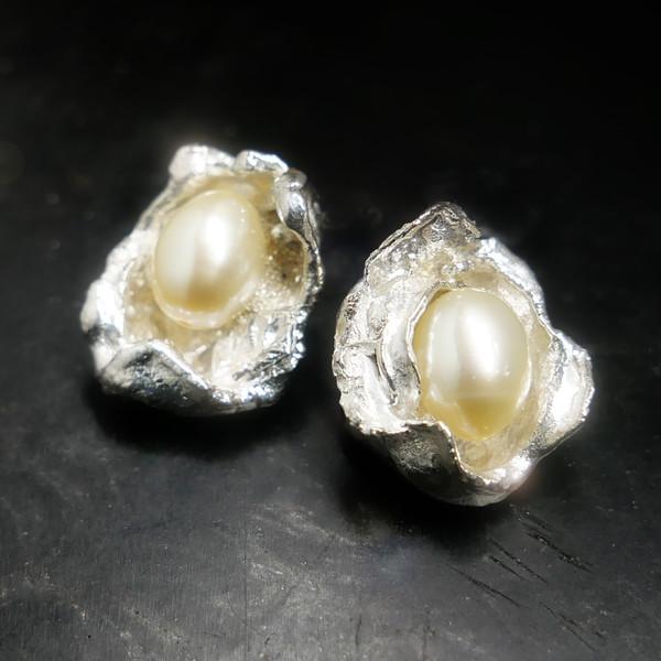 Pearl Ladyslipper Earrings.jpg