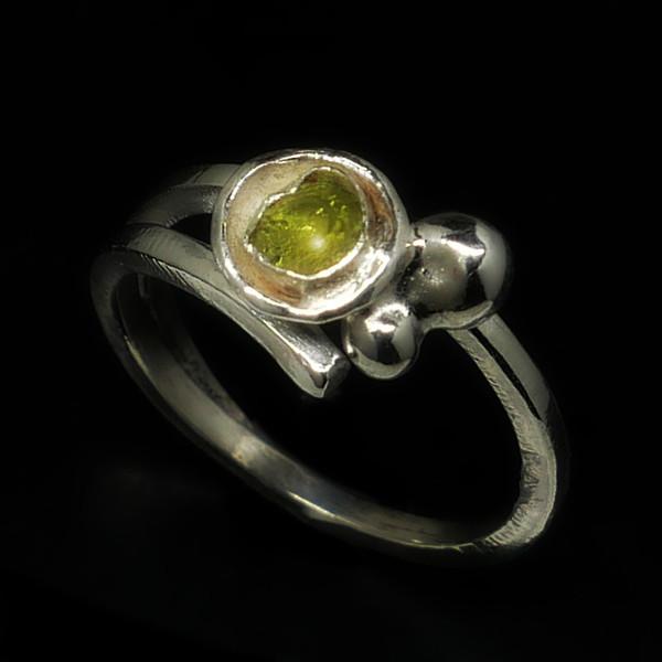 Peridot Ring v2.jpg