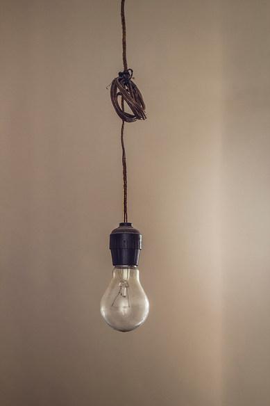 2013 el precio de la luz 60x80.jpg