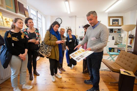 Afterwork DecoWorkers au 37 bis à Paris avec la visite des ateliers d'art et d'artisanat. Présentation par atelier Thiery doreur.