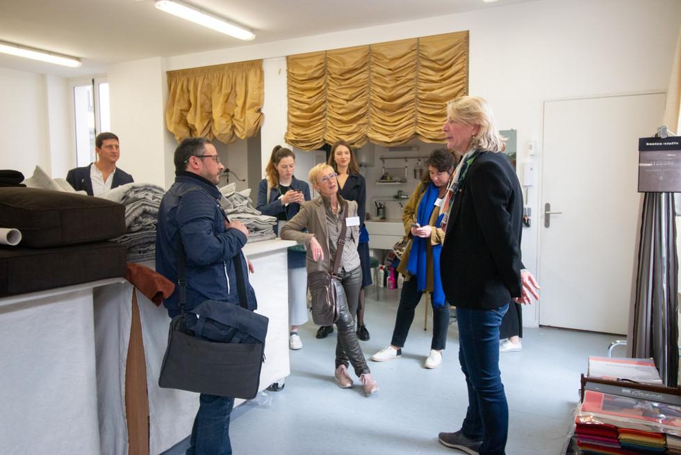 Afterwork DecoWorkers au 37 bis à Paris avec la visite des ateliers d'art et d'artisanat. Découverte du métier de courtepointière par Laurence