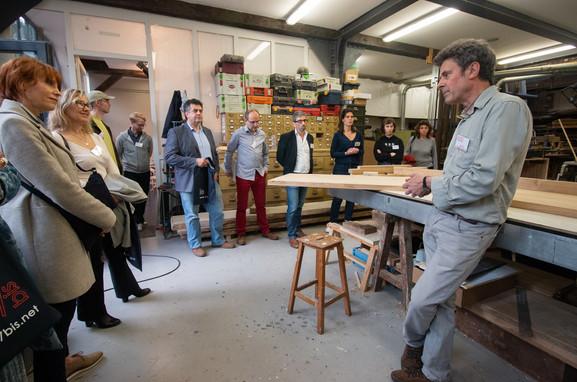 Afterwork DecoWorkers au 37 bis à Paris avec la visite des ateliers d'art et d'artisanat. Tous à l'écoute de la passion de Bernard Mauffret