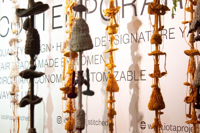 Iota Lanieres de crochet.jpg
