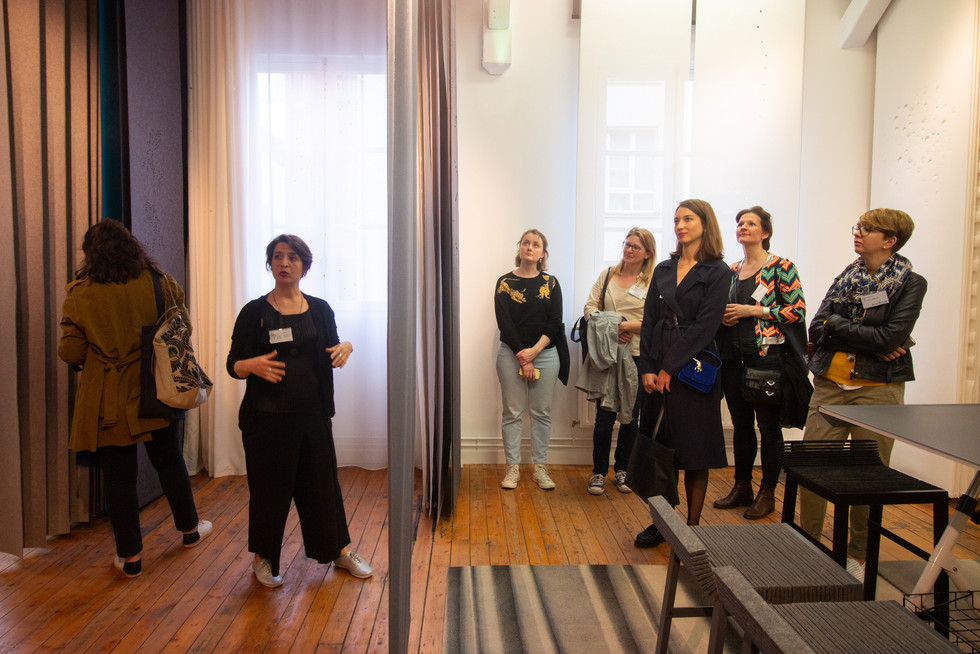 Afterwork DecoWorkers au 37 bis à Paris avec la visite des ateliers d'art et d'artisanat. Présentation de l'atelier de Lily Latifi