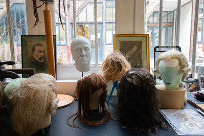 Afterwork DecoWorkers au 37 bis à Paris avec la visite des ateliers d'art et d'artisanat. Fabrication artisanale de perruques par Guilaine