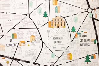 Bureaux aménagés comme à la maison chez DecoWorkers et Splandeed à Senlis, décorés par Coralie Vasseur, agence Carnets Libellule - carte géante Splandeed à colorier