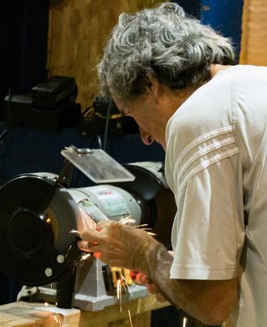 Afterwork DecoWorkers à ICI Marseille - artisan maker en plein travail du métal