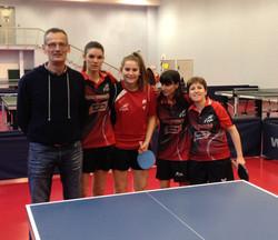 L'équipe_dames_et__son_coach.jpg