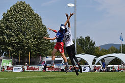 ultimate-frisbee-players