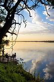 Blick in den abendlichen Himmel direkt am Flussufer im Baines River Camp.