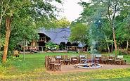 Lagerfeuer für die abendlichen Geschichten im Camp des Kafue Nationalparks.