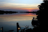 Wundervoller Sonnenuntergang am River bei der Safari Sambia.