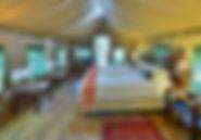 Komfortable Zimmer in der Inchongo River Lodge mit gemütlichen Betten.