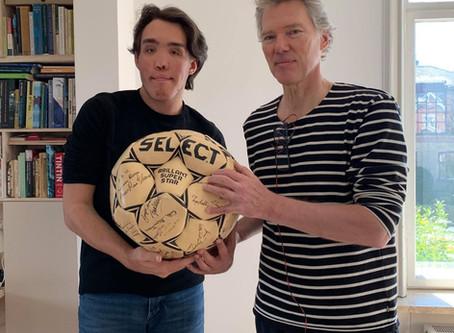 Vind en unik Knud Lundberg-fodbold