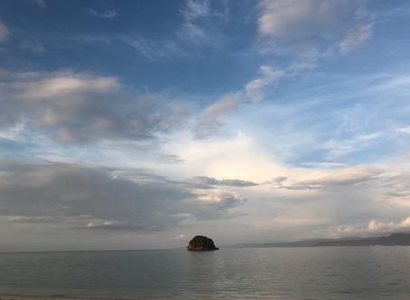 夕暮れ時の穏やかな海