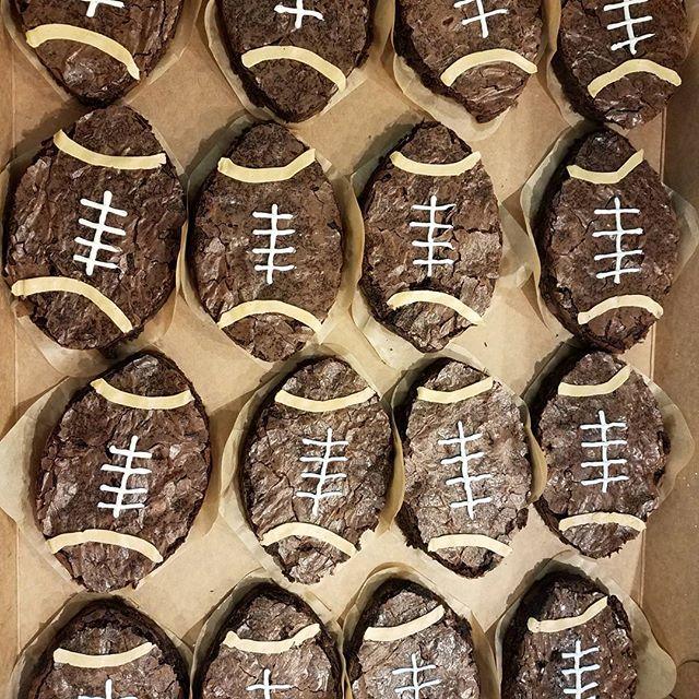 It's a Ballers Party in Seattle tonight! Football Brownies, Orange Marshmallow Basketballs, Lemon Cu