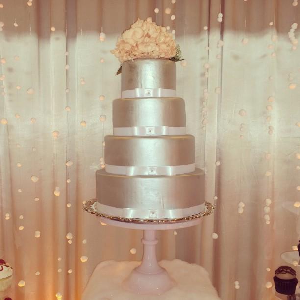 Wedding Cake!  #engaged #desserts #weddings