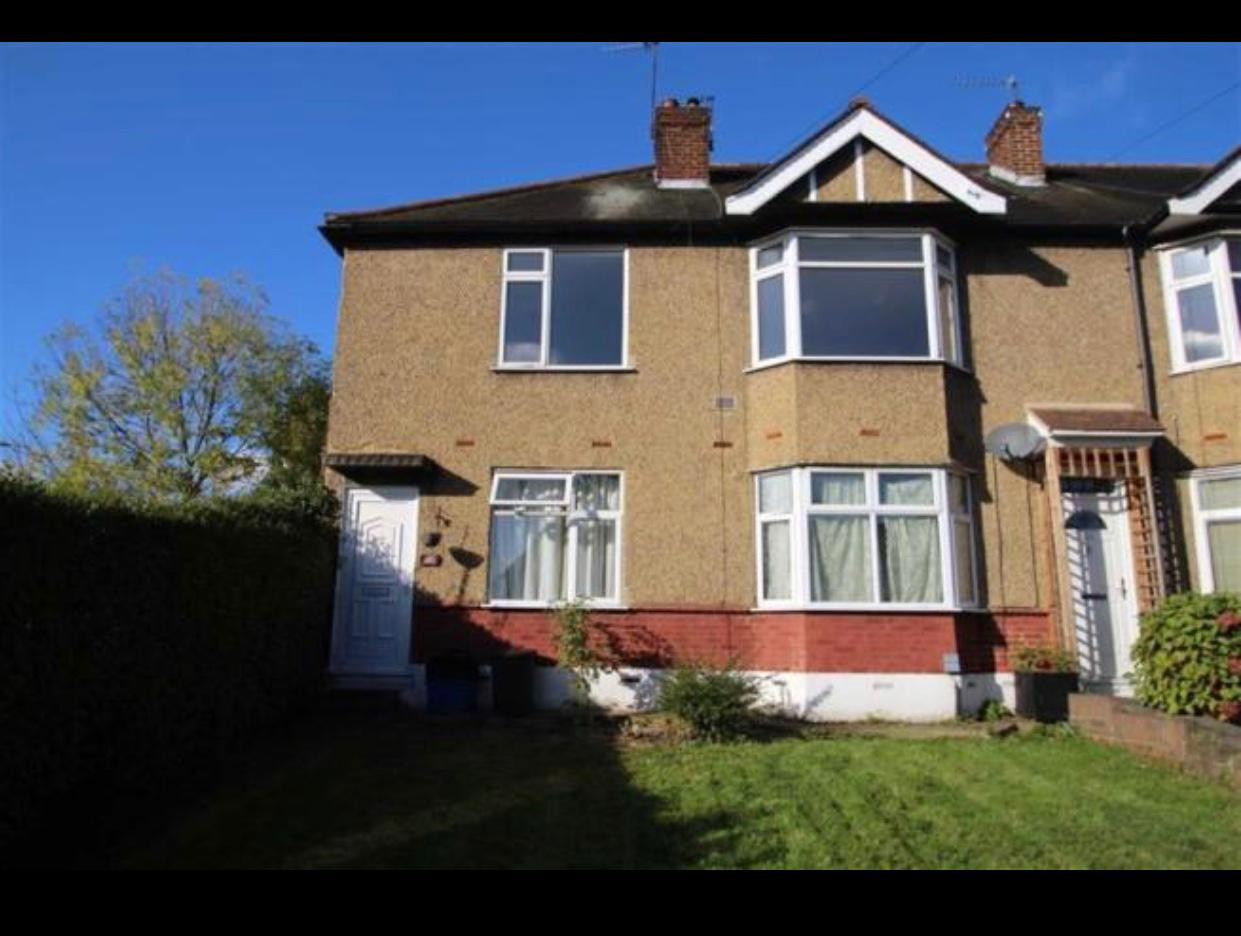 NOW LET- BUCKHURST WAY, BUCKHURST HILL £1195 PCM