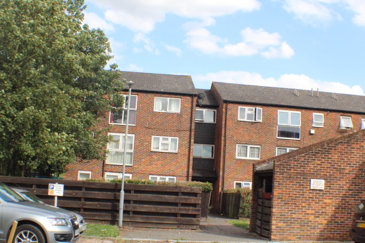 NOW LET- Pershore Close, Gants Hill £900 PCM