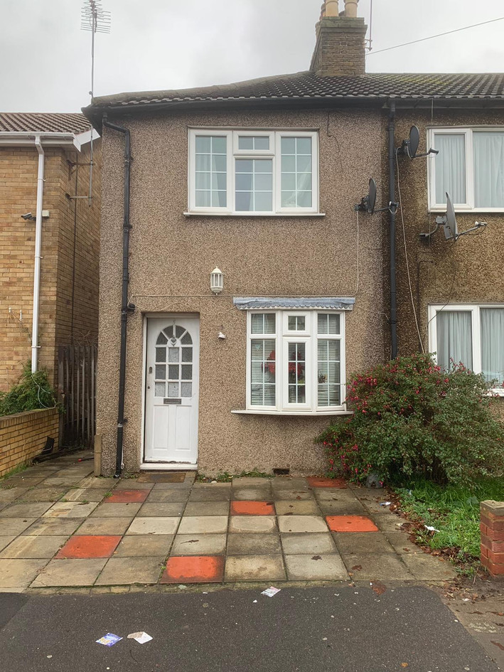 NOW LET- Youngs Road, Newbury Park £1325 PCM