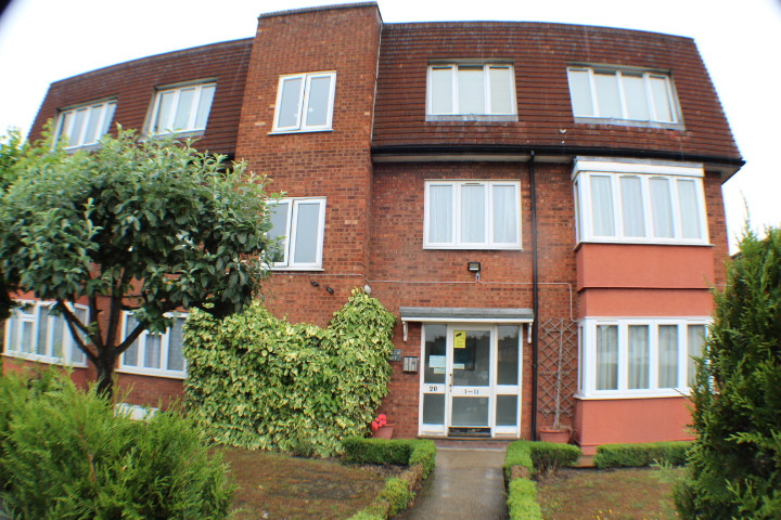 NOW LET- Swallow court, Gants Hill £950 PCM