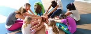 yoga pose kids touching toes in circle pic