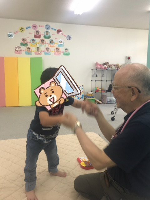 名古屋市南区医師会会長 井上先生が「愛あーる」を訪問して健康チェックを行いました。