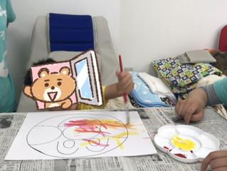絵具を使ってお絵かき体験