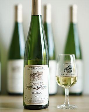 Bouteille et verre de Riesling, vin d'Alace