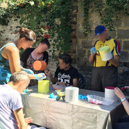 peinture sur pot avec les residents de la Villa Blanche Liège