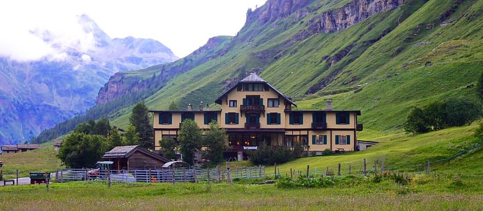 静かな山間のホテル「Hotel Fex ホテル・フェックス」