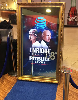 enrique pitbull mirror screen bts
