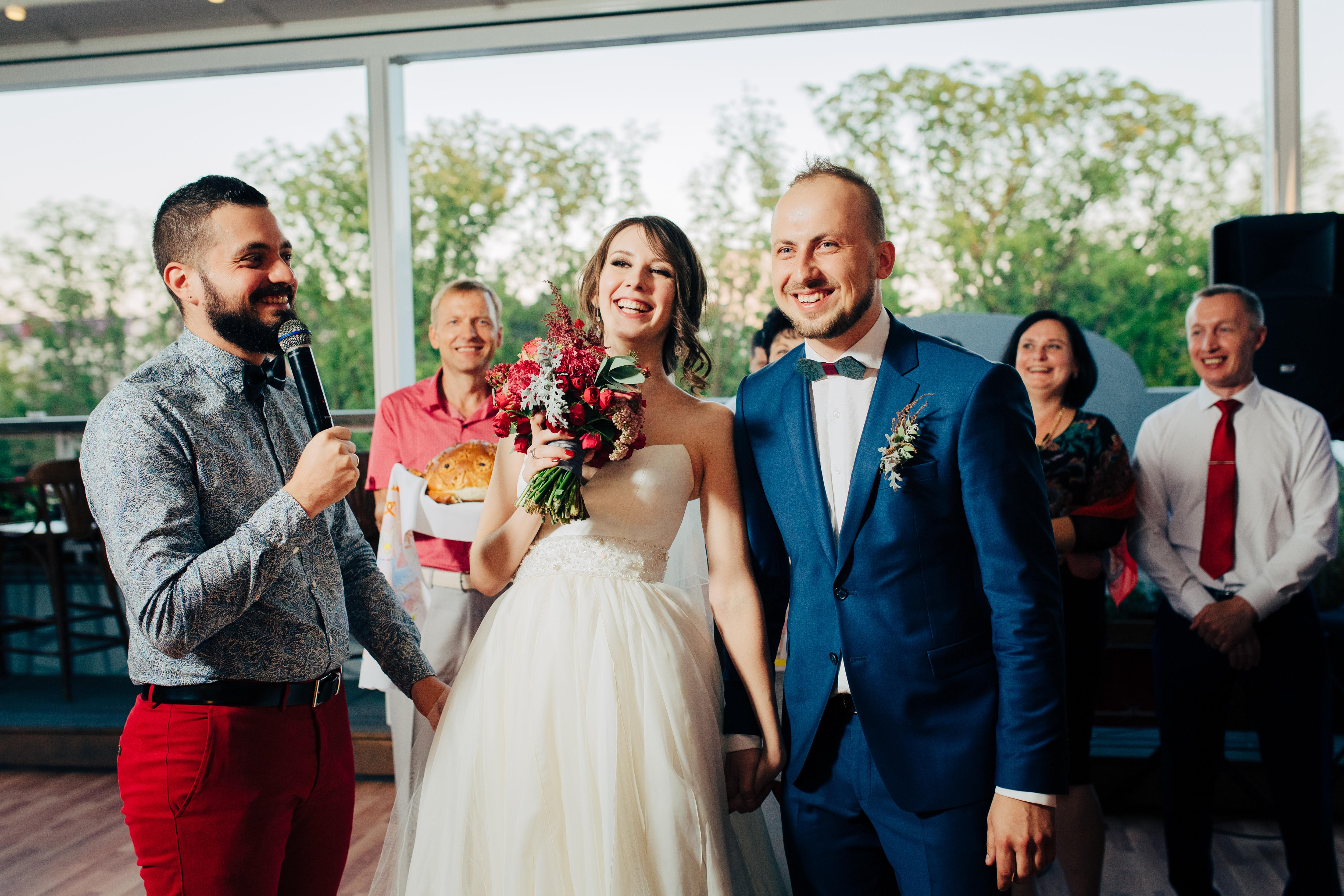 Ведущий на свадьбу Антон Скляр.