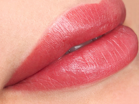 Conheça as técnicas de dermopigmentação para lábios