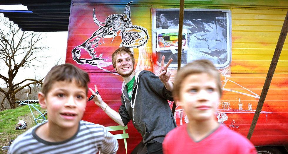 Photo-cool-avec-enfants-et-fresque.jpg