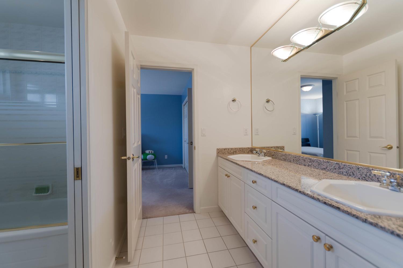 7280 Broadmoor Blvd Richmond-large-023-10-Bathroom-1500x1000-72dpi.jpg