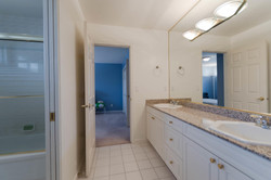 7280 Broadmoor Blvd Richmond-large-023-10-Bathroom-1500x1000-72dpi.jpg