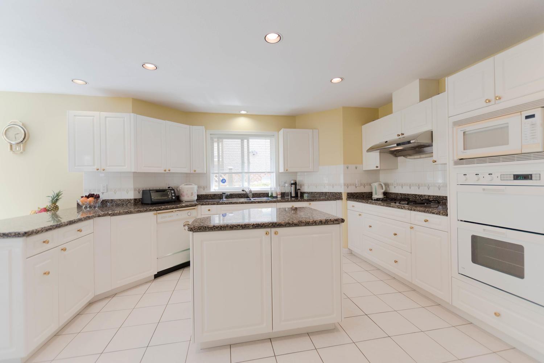 7280 Broadmoor Blvd Richmond-large-011-4-Kitchen-1500x1000-72dpi.jpg