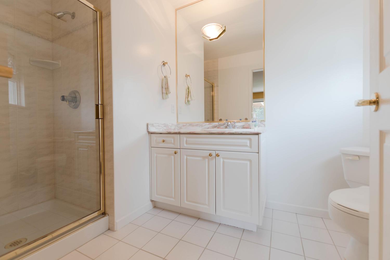 7280 Broadmoor Blvd Richmond-large-026-5-Bathroom-1500x1000-72dpi.jpg