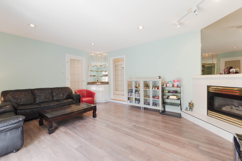 7280 Broadmoor Blvd Richmond-large-012-15-Family Room-1500x1000-72dpi.jpg