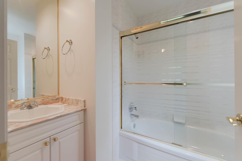 7280 Broadmoor Blvd Richmond-large-029-17-Bathroom-1500x1000-72dpi.jpg